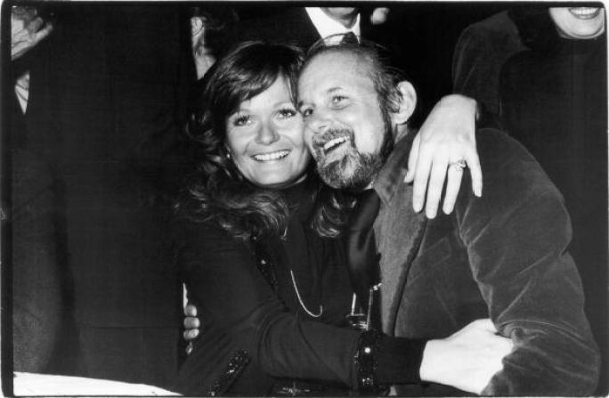 American actress Valerie Perrine poses with choreographer and film & stage director Bob Fosse (1927 - 1987) at the New York Film Critics Circle Awards ceremony, January 26, 1975. Perrine won an award for Best Supporting Actress in the film 'Lenny,' which Fosse directed. (Photo by Fred W. McDarrah/Getty Images)