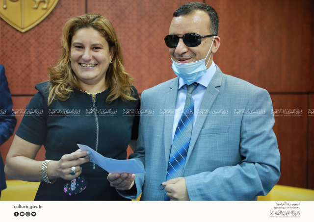 Amira Ghenim Receiving Her Prize From Walid Zidi, Minister of Cultural Affairs. Photo/Ministry of Cultural Affairs Facebook Page.