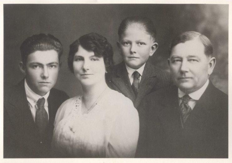 Lyle Rathbun, Bessie Pearl Engle Rathbun, Glen Rathbun, Ozro Guay Rathbun