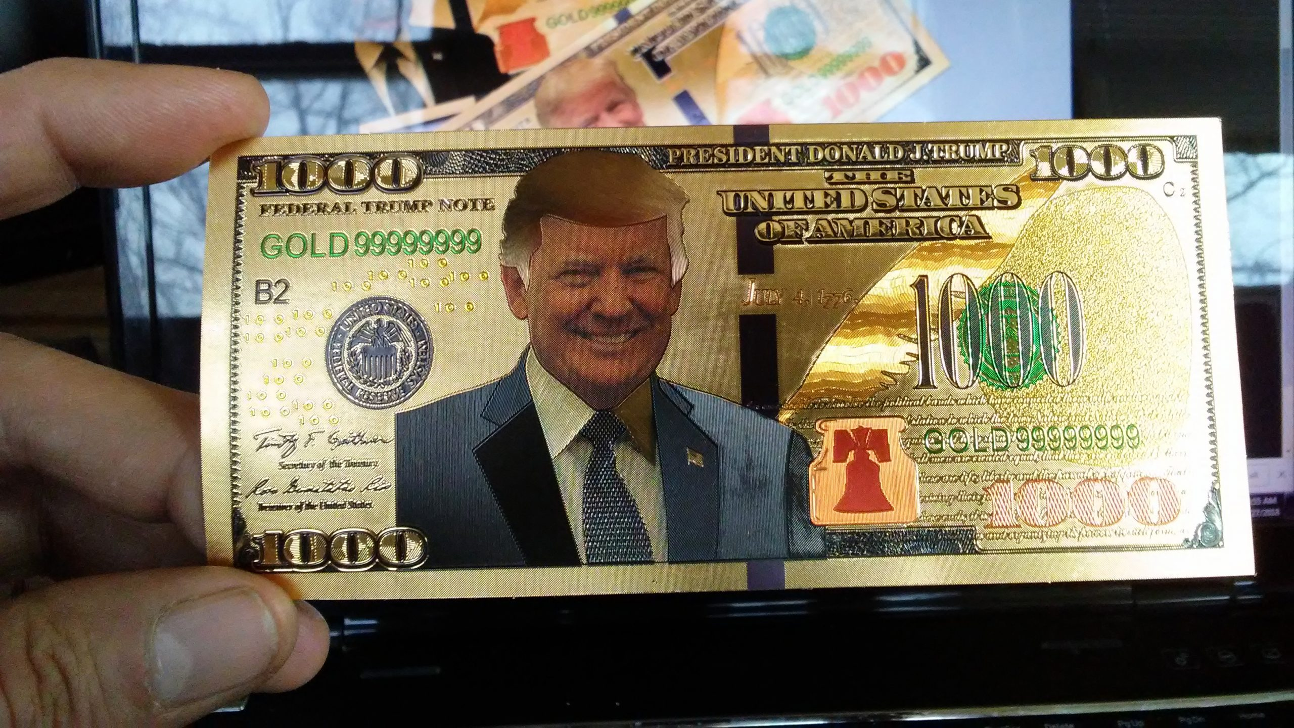 $1,000 DENOMINATION 24K GOLD 'TRUMP 2020' BANK NOTES w/ 24K Gold Certificate Of Authenticity Sleeve