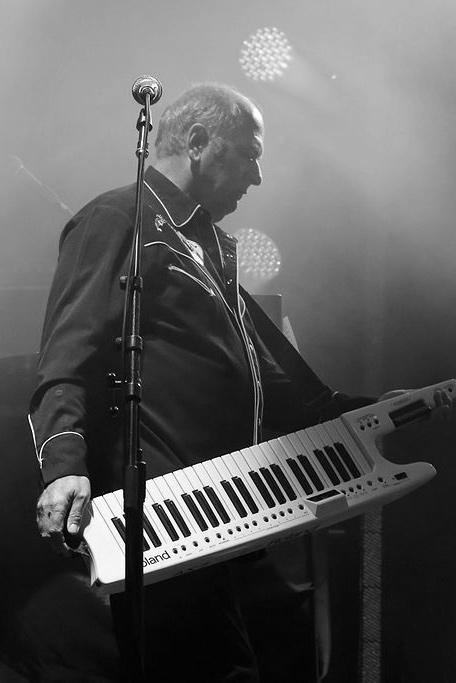 Spike Edney - Keys/Vocals