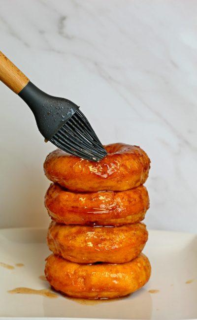 Easy Cinnamon Glazed Donuts