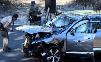 Tiger Woods car crashes, seriously injured