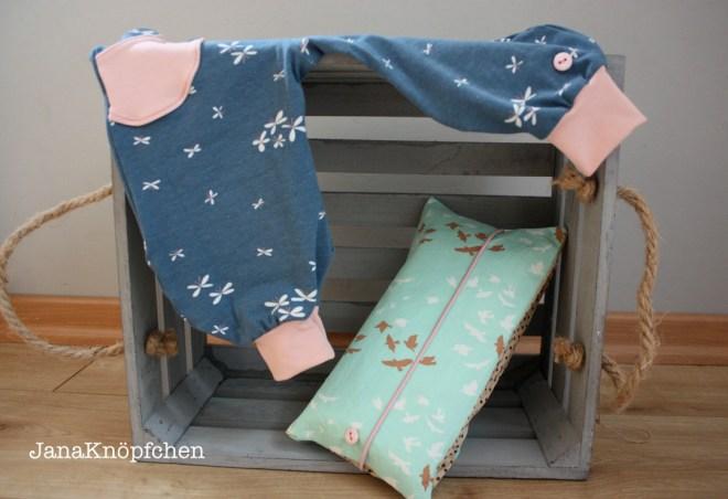 Babygeschenk für Mädchen - ein Wickelutensilo und ein Babyhose zur Geburt. JanaKnöpfchen - Nähen für Jungs