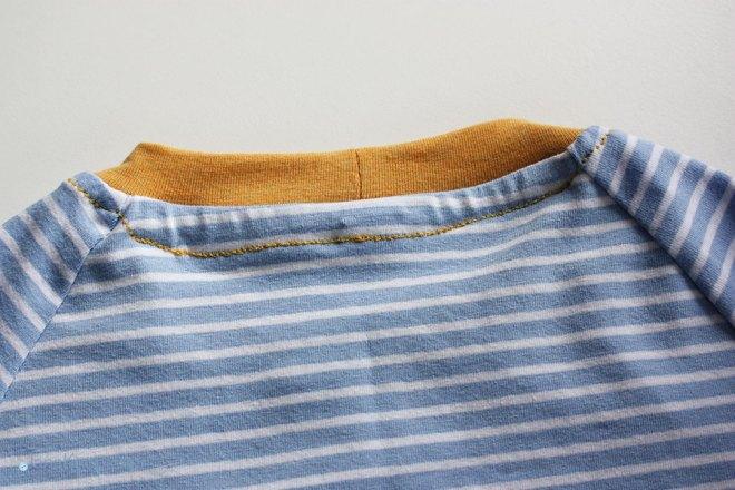 Tutorial Halsausschnitt versäubern - Hintere Naht. JanaKnöpfchen - Nähen für Jungs