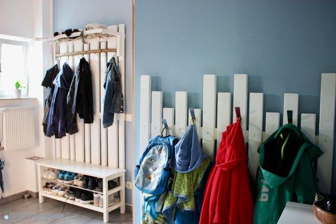 DIY Garderobe für den Flur. Blogpost für selbstgebaut Garderobe und IKEA Hack einer Hutablage. JanaKnöpfchen - Nähen für Jungs