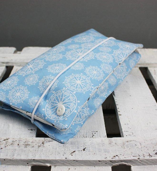 Windeltasche für unterwegs. Kleine praktische Windeltasche für Windeln, Feuchttücher und Stilleinlagen alles praktisch in der Handtasche dabei. JanaKnöpfchen