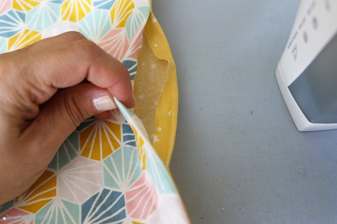 Wendeöffnung bügeln der selbstgenähten Tasche fürs Besteck. JanaKnöpfchen - Nähen für Jungs