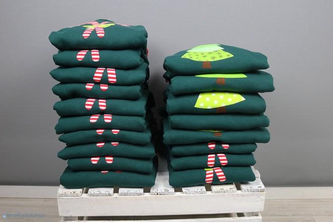 Selbstgenähte Weihnachtspullis mit Zuckerstangen und Weihnachtsbaum Applikation. JanaKnöpfchen - Nähen für Jungs