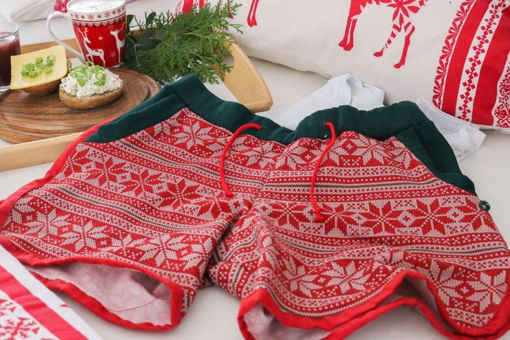 Blogbeitrag Resteverwertung Weihnachtsshorts nähen. JanaKnöpfchen - Nähen für Jungs