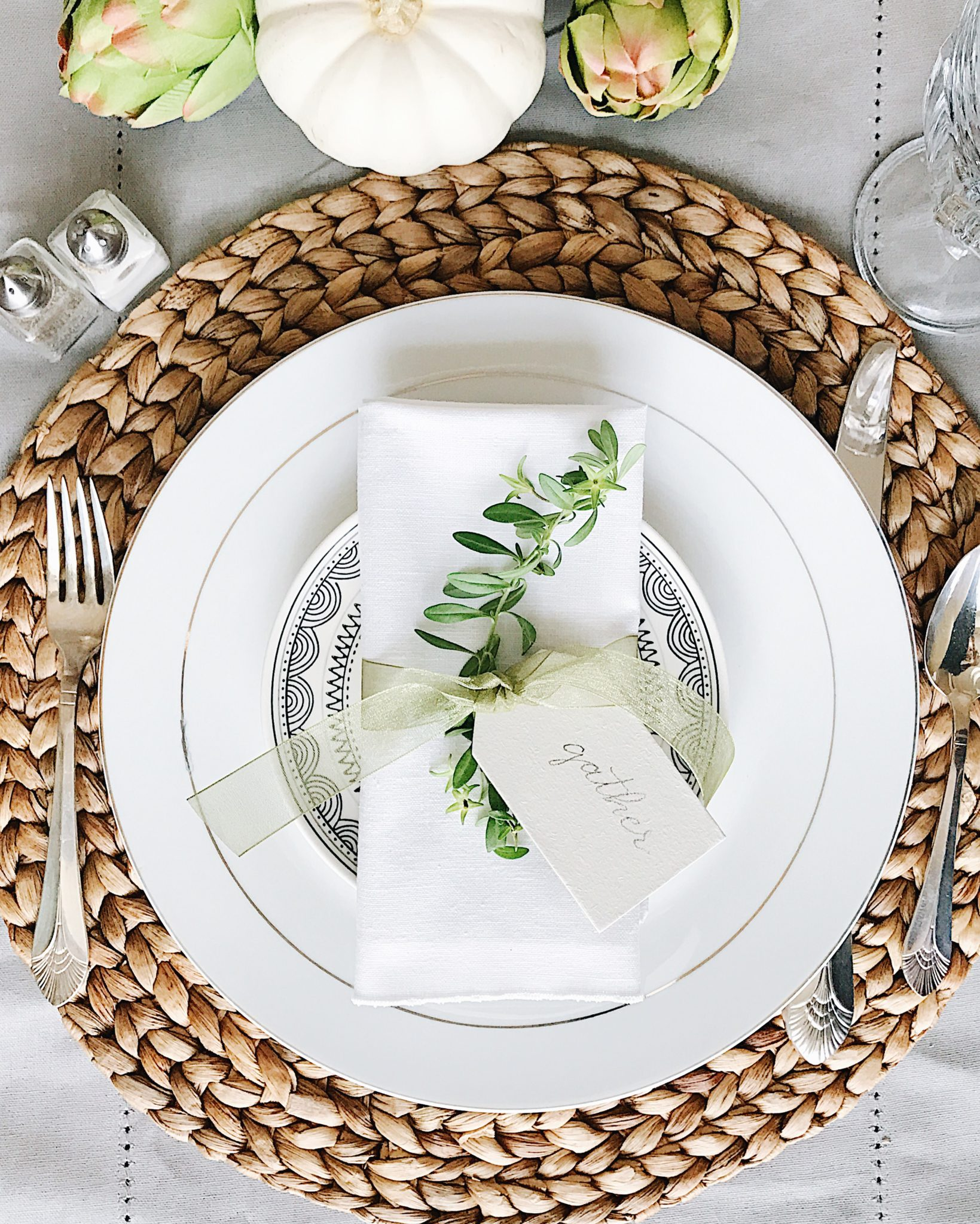 Beautifully simple Thanksgiving table setting ideas  sc 1 st  Jane at Home & 16 Beautifully Simple Thanksgiving Table Setting Ideas - jane at home