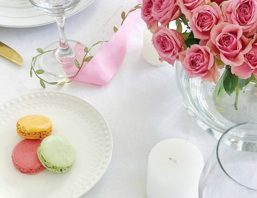 Super easy Valentine's Day tablescape ideas #valentines #galentines #entertaining #tablesetting
