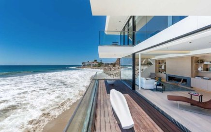 Image: modern home on the beach