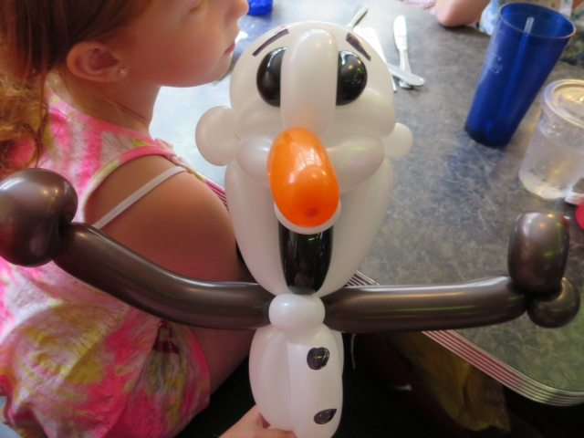 olaf-balloon-made-from-a-balloon-maker-at-the-diner