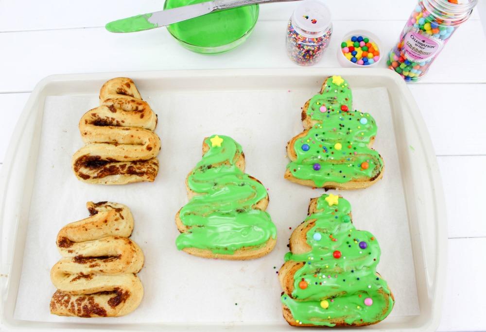 Christmas Tree Cinnamon Roll Recipe In Process 5