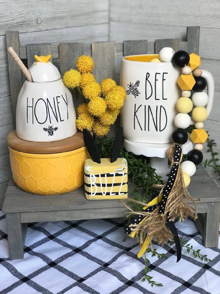 Bee Farmhouse Garland