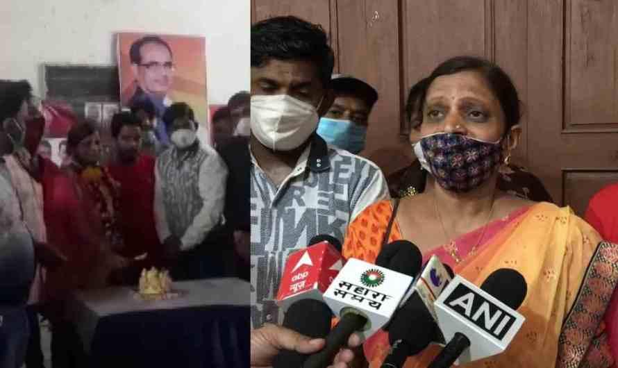 भाजपा नेता ने COVID टीकाकरण केंद्र में जन्मदिन मनाया फोट वायरल