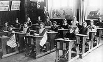 Bildresultat för studenter i gammal skolsal