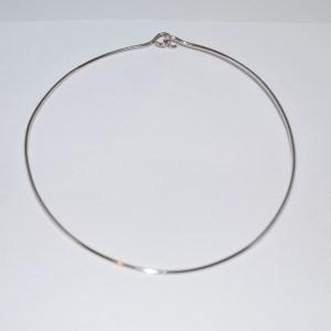Halsring i sølv med krog- lås