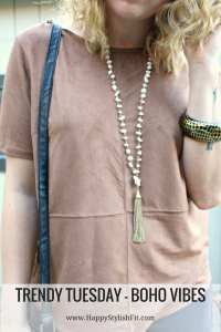 Embrace the boho vibes with the right accessories. Tassel, fringe and suede create an awesome bohemian vibe for this well dressed casual outfit.
