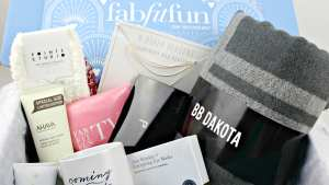Check out the unboxing and first impressions of the FabFitFun Winter 2017 subscription box.