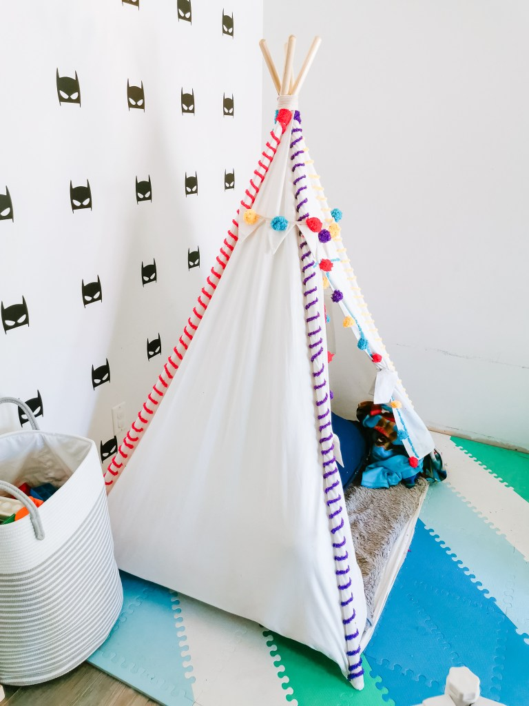 DIY yarn stitching to personalize your playroom teepee