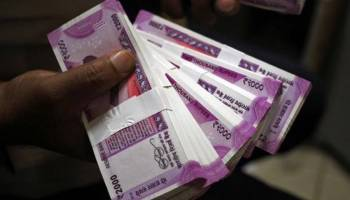 hapur news, cash, cash withdrawal, hapur bank, bank, bank customer, hapur police, Punjab National Bank, up news, news in Hindi, Jansatta