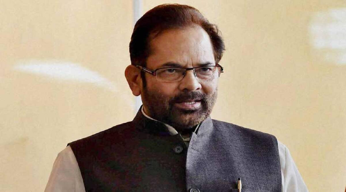 Fall ceiling started falling in Union Minister Mukhtar Abbas Naqvi's program, former IAS shared VIDEO and said – Corruption fell on the head