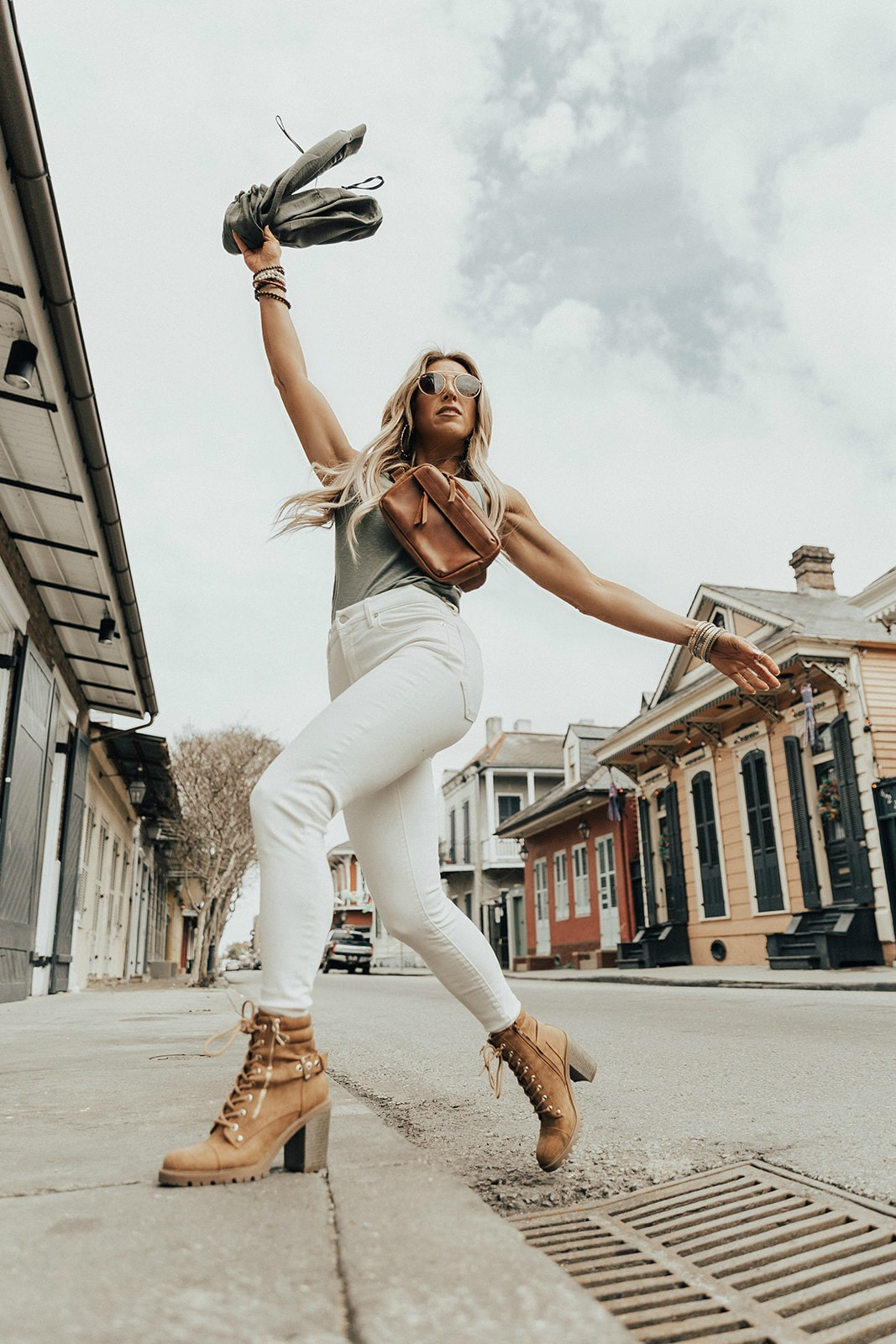 what to wear with white jeans womens
