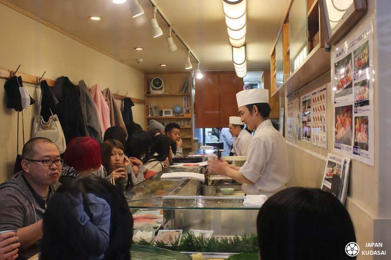 Intérieur du restaurant Yamazaki de Tsukiji.