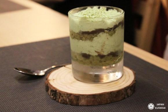 """Pour ce deuxième numéro de mon projet """"Japan made in France"""", Japan kudasai vous emmène au restaurant Akatsuki, le seul izakaya de Dijon, pour une soirée conviviale entre amis ! Ici, voici le tiramisu au thé vert et azuki."""