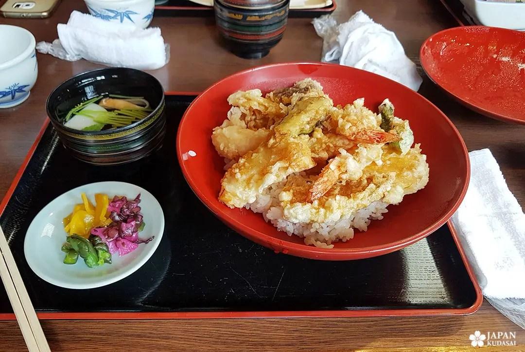 tempura donburi tsukemono
