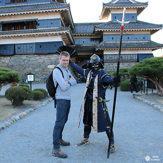 moi avec un acteur en samouraï, la classe !