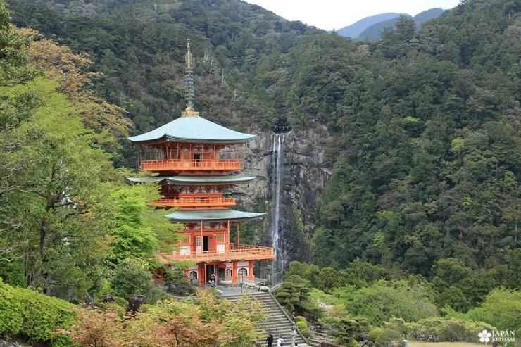 pagode et cascade de nachi wakayama