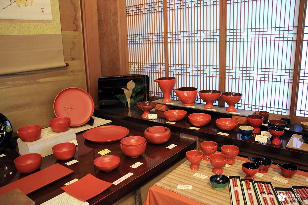 boutique de vente de laque japonaise rouge et noire