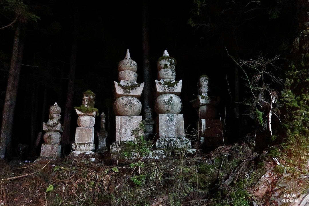 cimetière okunoin koya by night