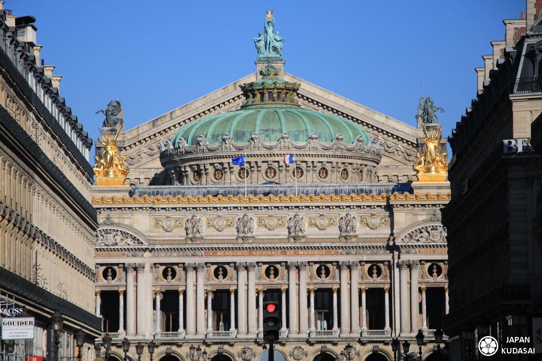 Opéra Garnier à Paris, quartier des Grands Boulevards haussmaniens, proche des galeries Lafayette et du siège historique de la Société Générale,