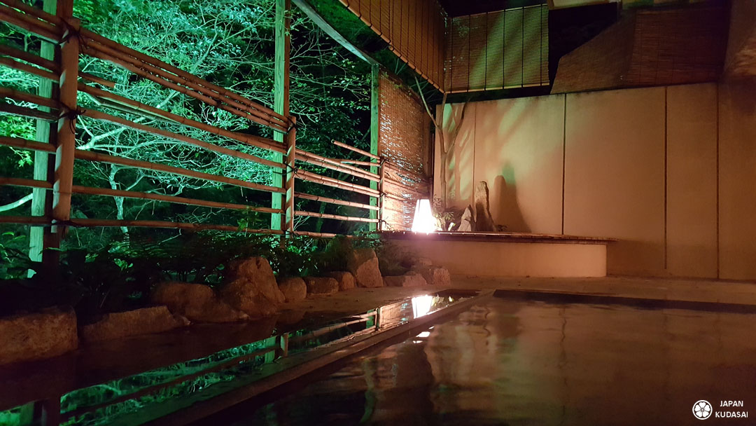 Seuls les ryokans à Miyajima permettent de profiter de onsens au sein de leur établissement avec une véritable source thermale naturelle.