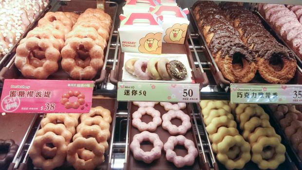 Giant Pon De Ring For Mister Donut Christmas In Japan