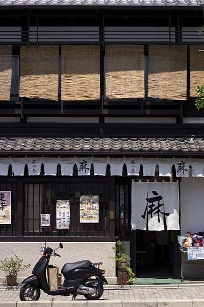 En machiyafasad i Kyoto