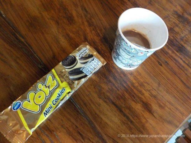 甘すぎるコーヒーと菓子