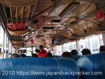 ラオスのバス
