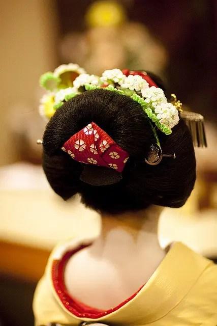 geisha  hair and kanzashi styles
