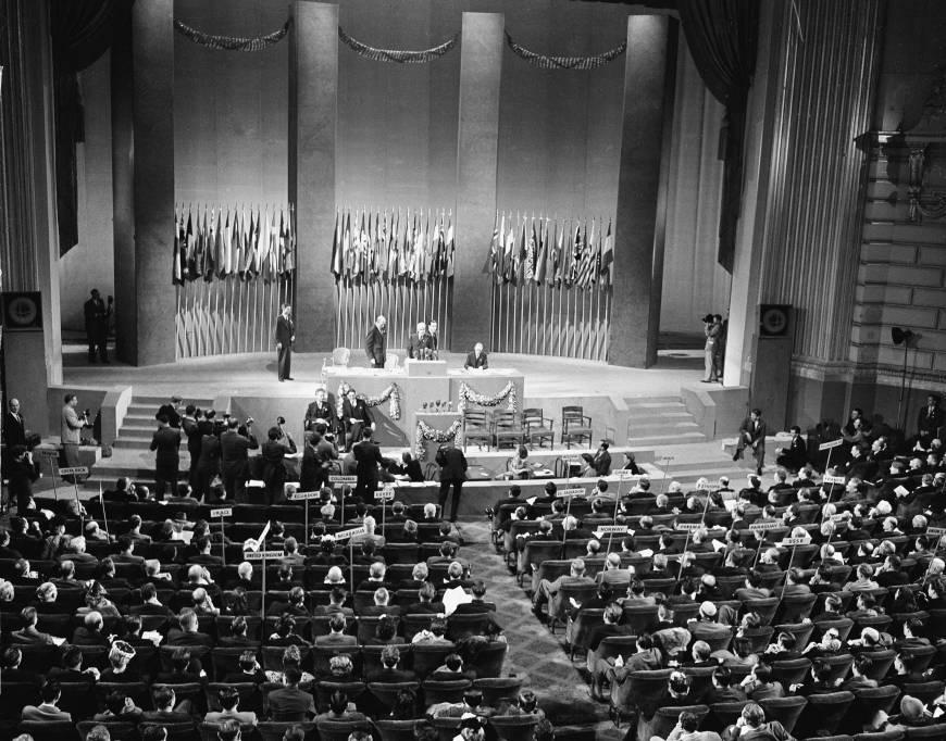 Los delegados asistentes a la Conferencia de las Naciones Unidas adoptan de forma unánime la Carta de las Naciones Unidas, el 26 de junio de 1945. Imagen: AP.