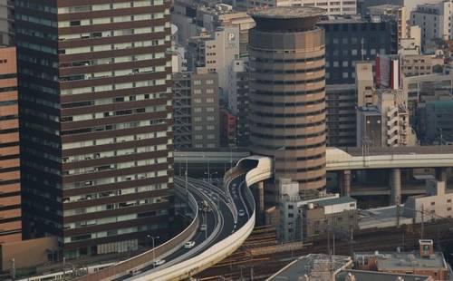 Expressway Hanshin e o edifício Gate Tower Building
