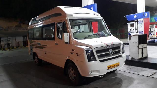 luxury tempo traveller delhi