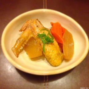 Terini de radis blanc et ailes de poulet 大根と手羽先の照り煮