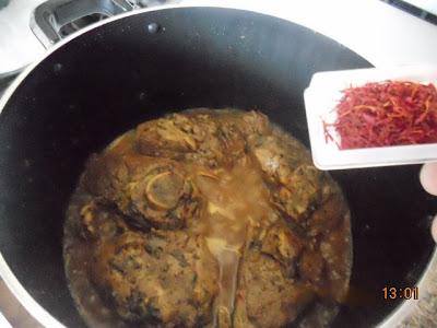 a27 طريقة تحضير اللحم بالبرقوق والمشماش بالصور