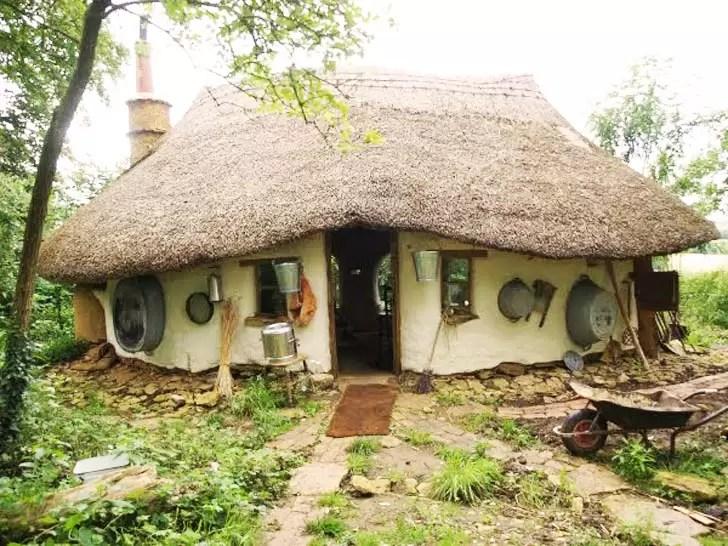 esta casa ecolgica foi construda por apenas reais fotos