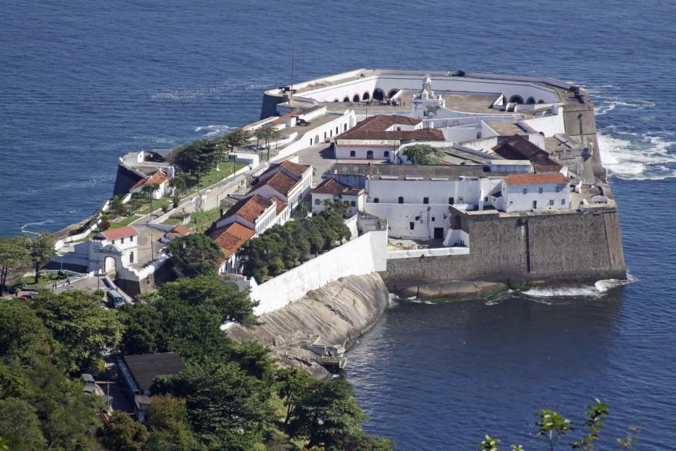 Fortaleza de Santa Cruz vista do Forte do Pico